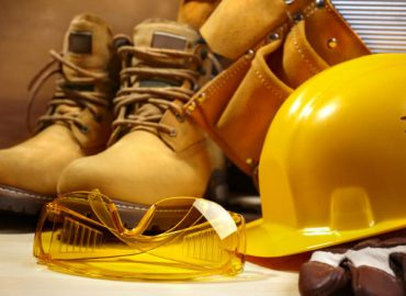 6 ESSENTIAL SAFETY TOOLS FOR SITE WORKERS