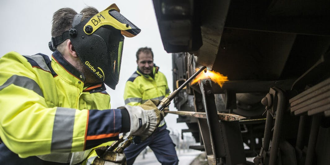 The Importance of Safety Workwear in the Workplace